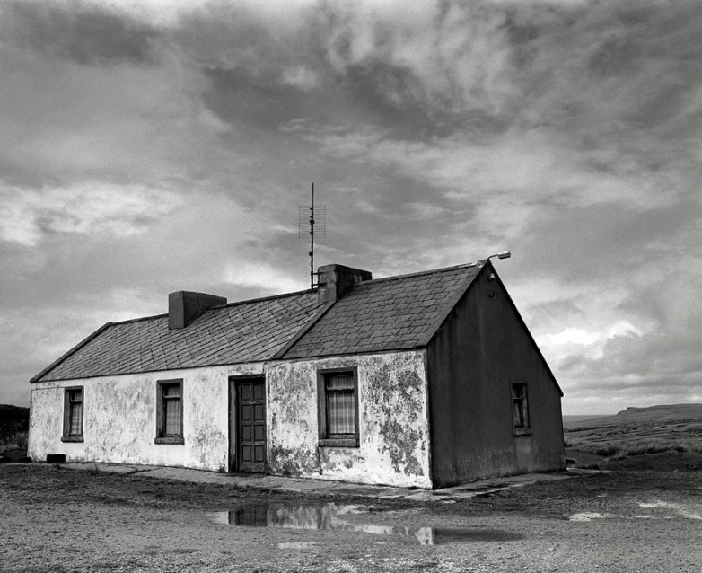 The Big Sky White House, Archival Silver Gelatin print, edition 20, 40X50 cm, 2012